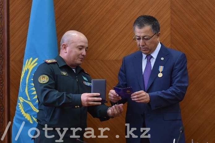 Аким получил награду от военных