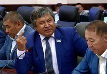 Депутаты на сессии маслихата ЮКО