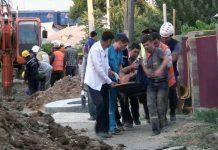Спасательная операция по вызволению рабочих, которых завалило грунтом во время земляных работ