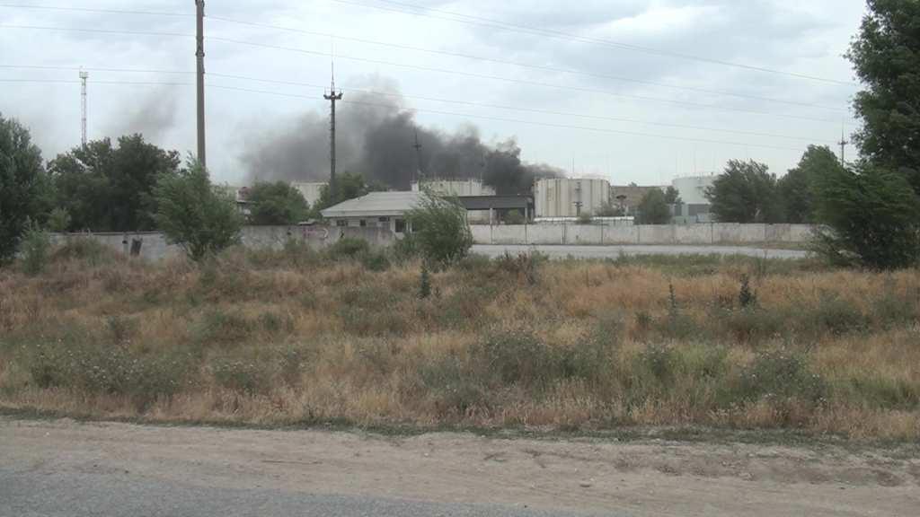 Пожар нанефтебазе вКазахстане сутки тушили неменее 300 человек