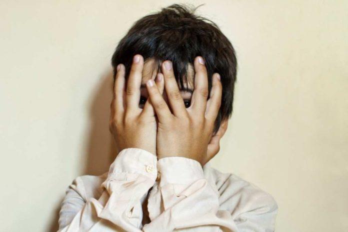 Зверски избившая 7-летнего сына в ЮКО мать согласилась на лишение прав