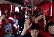 Дети из малоимущих семей отправились в летние лагеря отдыха