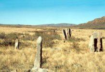 Две статуи 12-го века нашли в Южном Казахстане