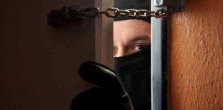 Грабитель в маске