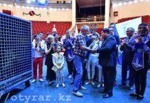 Житель Шымкента подарил своего львенка цирку