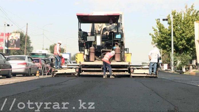 Строители вынуждены перекрывать частями Темирлановское шоссе для укладки асфальта
