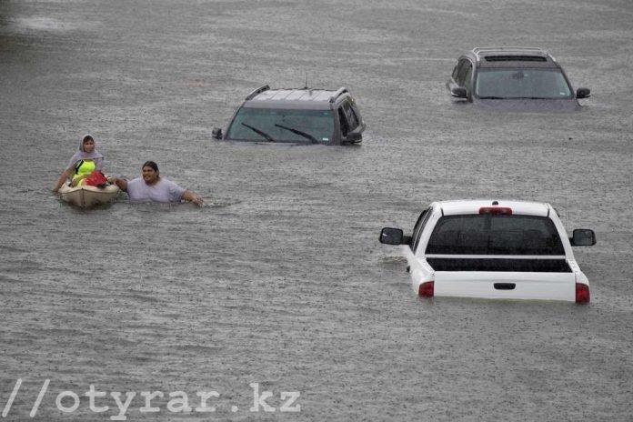 Несколько сотен казахстанцев может находиться в зоне действия ЧС в Техасе