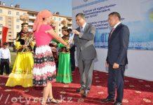 В Туркестане ключи от новых квартир получили 480 семей