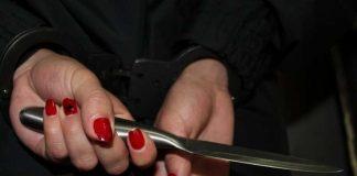 Женщина с ножом. Иллюстративное фото