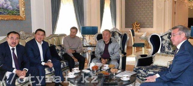Президент РК смотрит бой Головкина