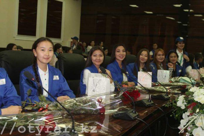 Волонтеры Экспо из ЮКО