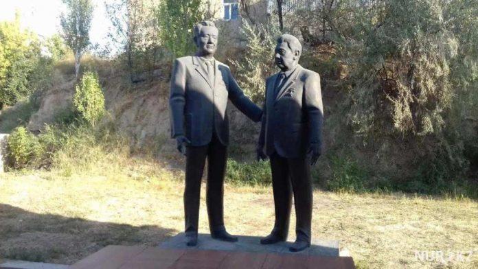 Памятник Кунаеву и Аскарову за 18 млн тенге поставил шымкентец в своем огороде