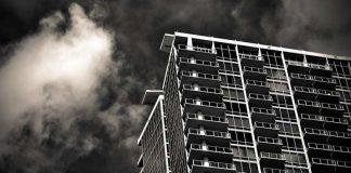 Молодая женщина спрыгнула с крыши многоэтажки в Шымкенте