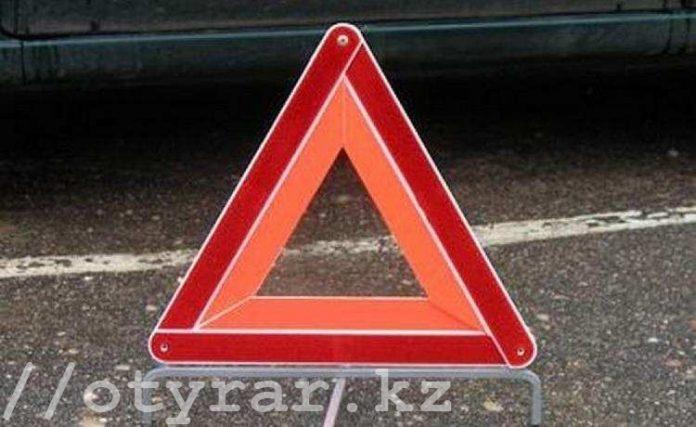 В Шымкенте в результате ДТП пострадали три человека, один пассажир скончался