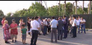 Владельцы домов на Кошкарате требуют полной и правдивой информации о предстоящем сносе их района