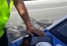 Полицейские Шымкента начали выписывать штрафы на планшетах за нарушения ПДД