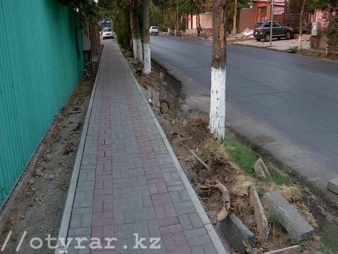 Жители улицы Дулати недовольны новыми тротуарами