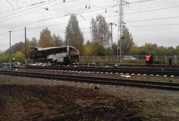 Автобус из Шымкента столкнулся с поездом в России