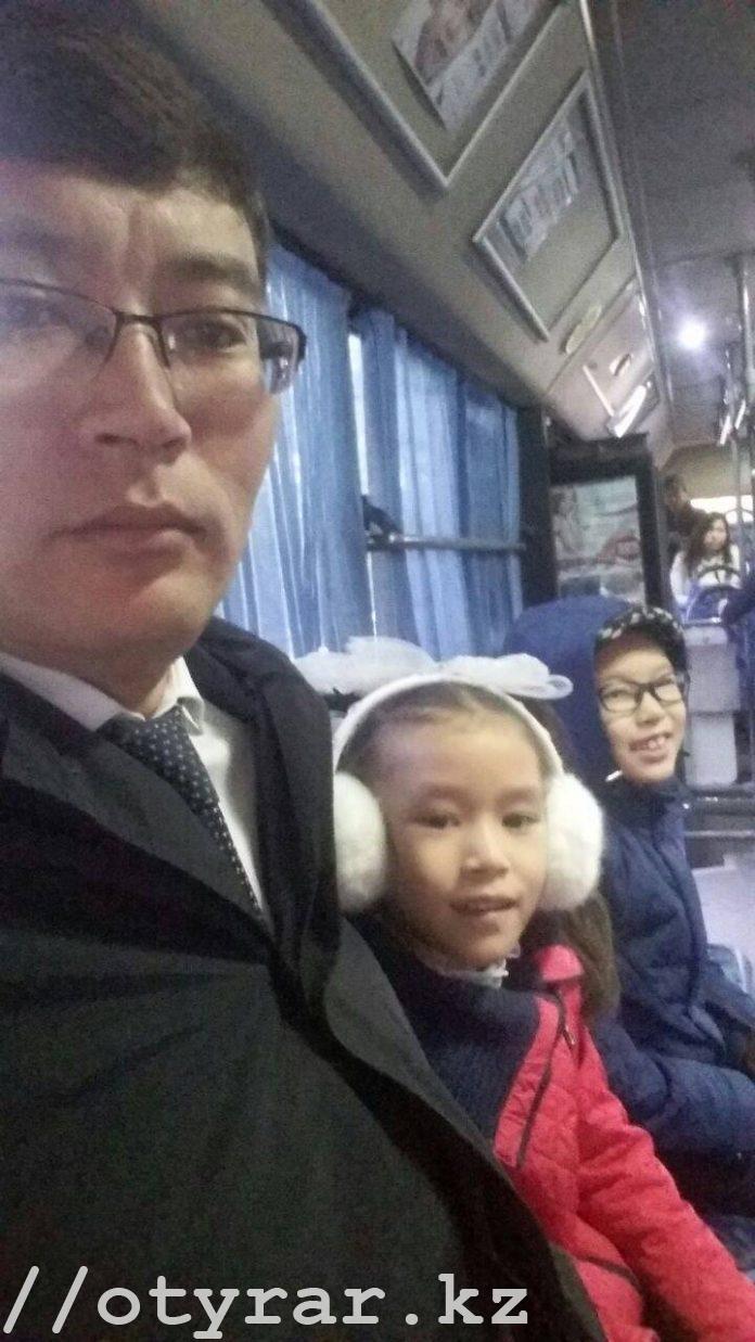Шымкентские чиновники селфятся в общественном транспорте