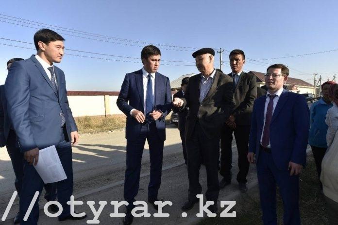 Аким Шымкента на объезде по строительству дорог