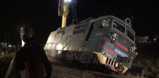 """Водителя грузовика Howo, столкнувшегося с электровозом в Шымкенте, """"вырезали"""" из кабины"""