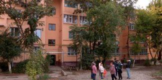 Жители улицы 1 Мая мечтают об асфальте и детской площадке