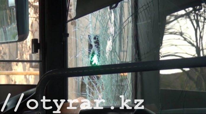 В Шымкенте столкнулись автобусы