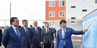 Аскару Мамину показывают темпы строительства жилья