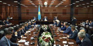 В ЮКО вручены мандаты новоизбранным депутатам