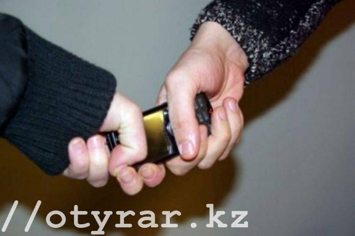 Девушка похитила и избила семилетнюю девочку из-за телефона в Шымкенте