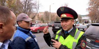 Незаконные платные парковки заполонили улицы Шымкента