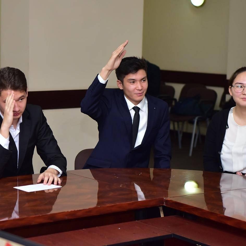 Аким Шымкента Нурлан Сауранбаев вник в суть шымкентских дел