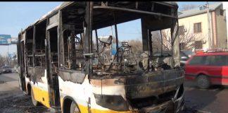 В Шымкенте загорелся автобус с пассажирами