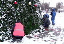 В Шымкенте убирают елки