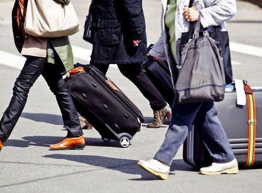 Люди уезжают из Казахстана