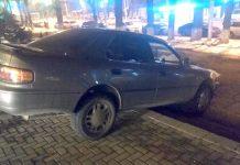 Toyota Camry из ЮКО застряла на лестнице в Алматы