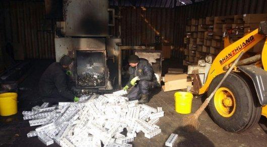Сигареты из Шымкента сожгли в топке