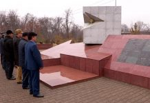 Перед Мемориалом погибшим воинам-афганцам