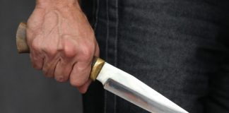 Подросток ранил ножом двух парней в ЮКО