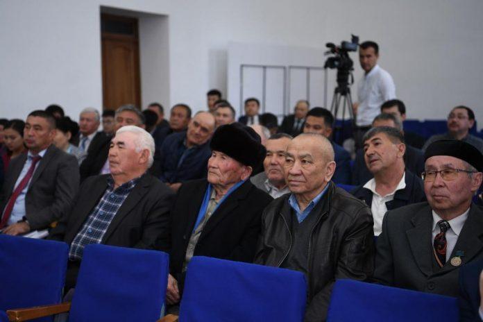 Аким ЮКО встретился с жителями поселка Абай Сарыагашского района ЮКО