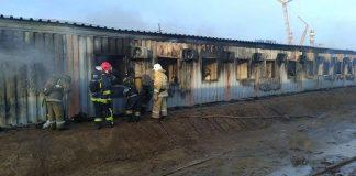 Пожар в контейнерном общежитии в Атырауской области