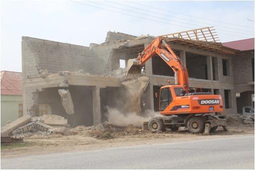 В Шымкенте сносят незаконные постройки
