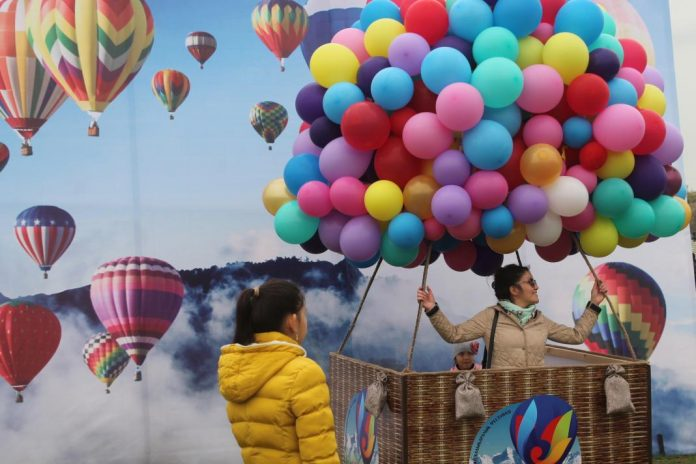 """""""Открытое небо"""" в Шымкенте - в фестивале воздушных шаров принимают участие шесть стран"""