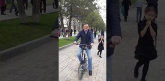 Нургазы Бухарбаев на электросамокате