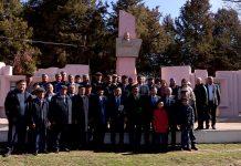 Жители села Ушкын возложили цветы к памятнику первому председателю