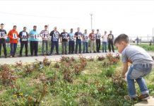 Шымкентские таксисты посадили 64 саженца в память о погибших в Кемерово