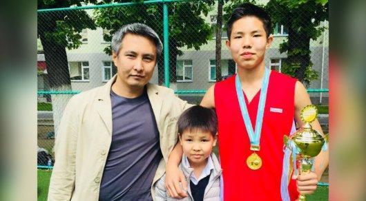 100 000 $ на лечение сына от рака пытается заработать инженер из Шымкента