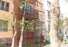 В Шымкенте обновляют фасады многоэтажек