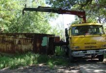 Бесхозные гаражи в Шымкенте вывозят на свалку