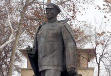 Памятник Сабиру Рахимову в Ташкенте